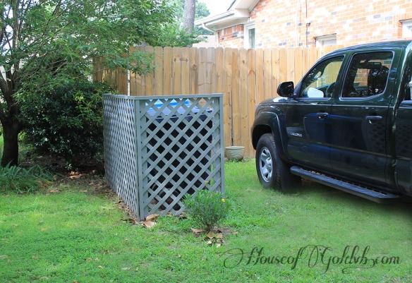 Yard Screen with Grass_HouseofGold